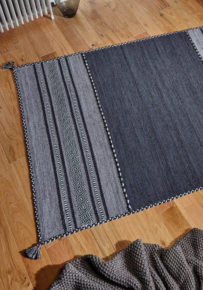 Kelim Charcoal Rug Roomshot